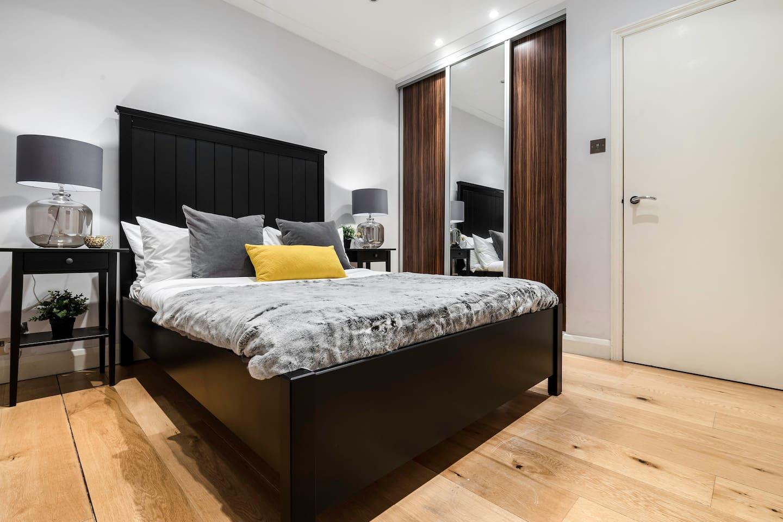 Centre of Soho - Amazing 2 bedroom flat! photo 13751434