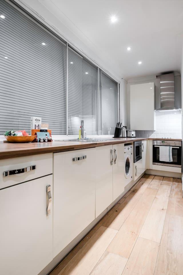 Centre of Soho - Amazing 2 bedroom flat! photo 13809257