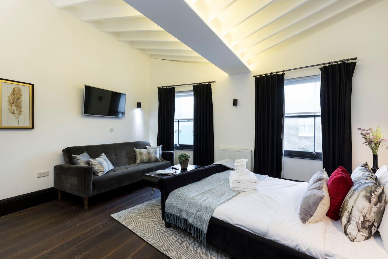 (5) Cool Penthouse Loft Studio on Portobello Road photo 15799715