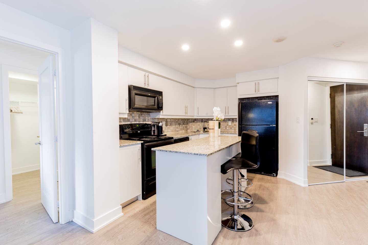 Heart of Downtown - Luxury 2BR Condo w/ Parking! photo 18772345