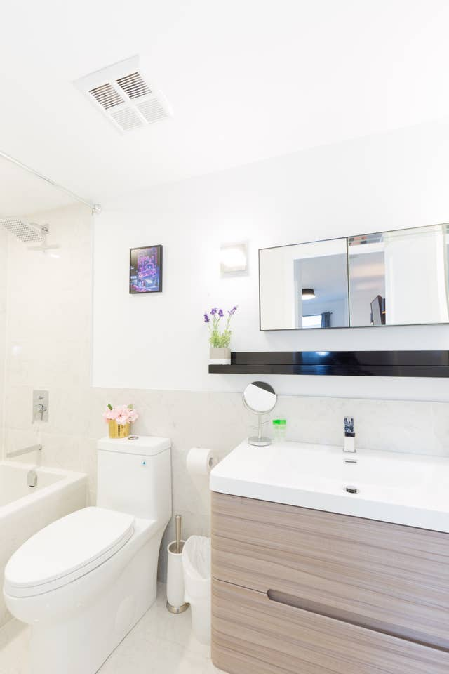 Apartment Heart of Downtown - Luxury 2BR Condo w  Parking  photo 18776930