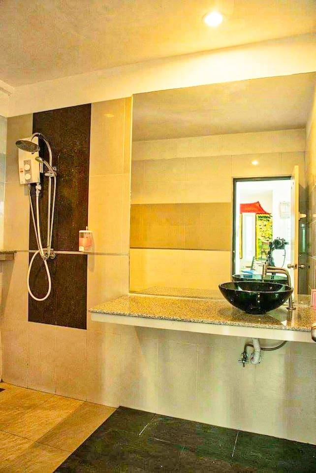Beautiful Deluxe condo with big balcony with quiet view photo 15830208
