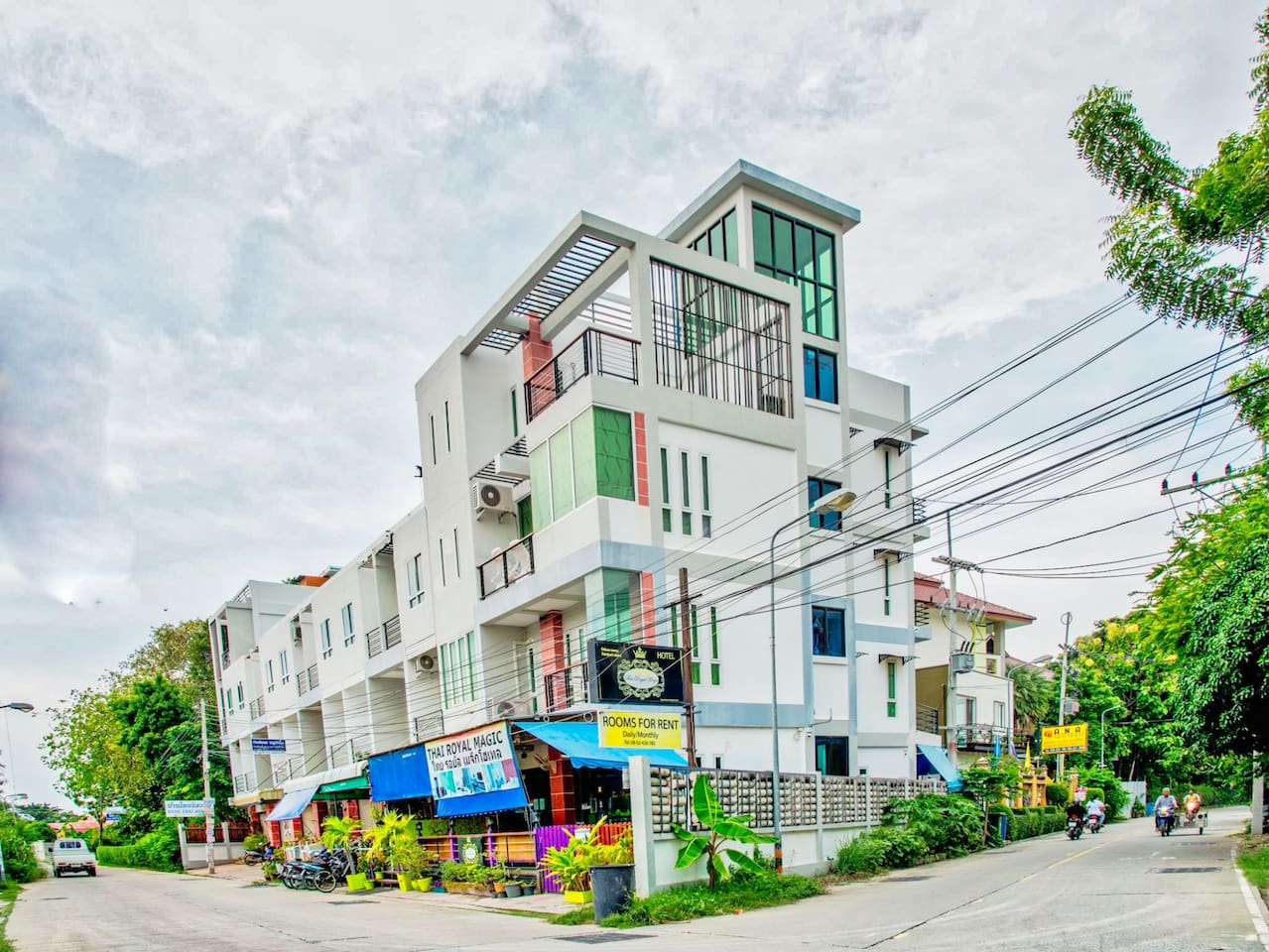 Beautiful Deluxe condo with big balcony with quiet view photo 15716259