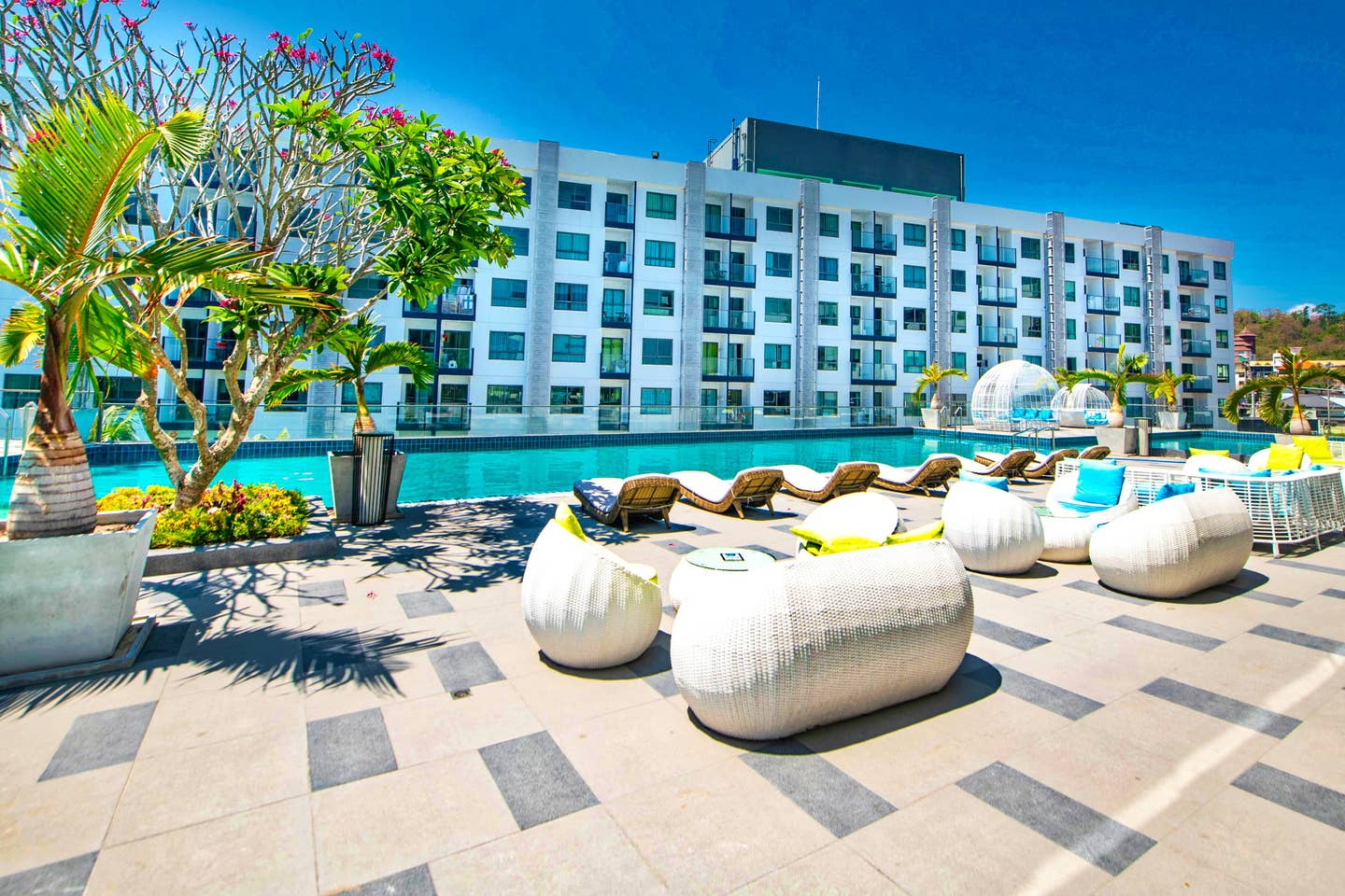 Explore Pattaya from a Modern Cool Suite photo 16199258