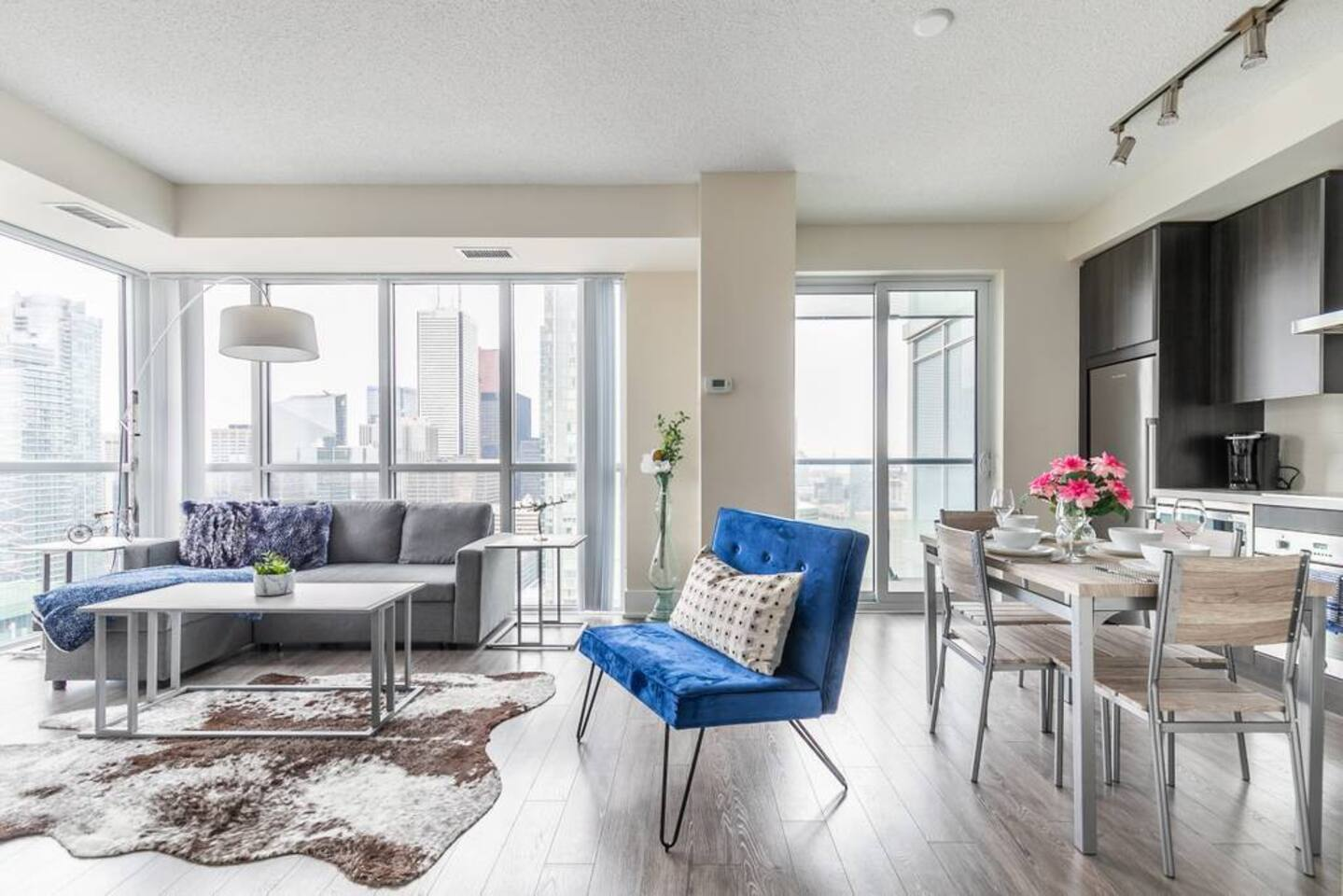 Apartment Bright High Rise Condo with Stunning Views photo 18924775