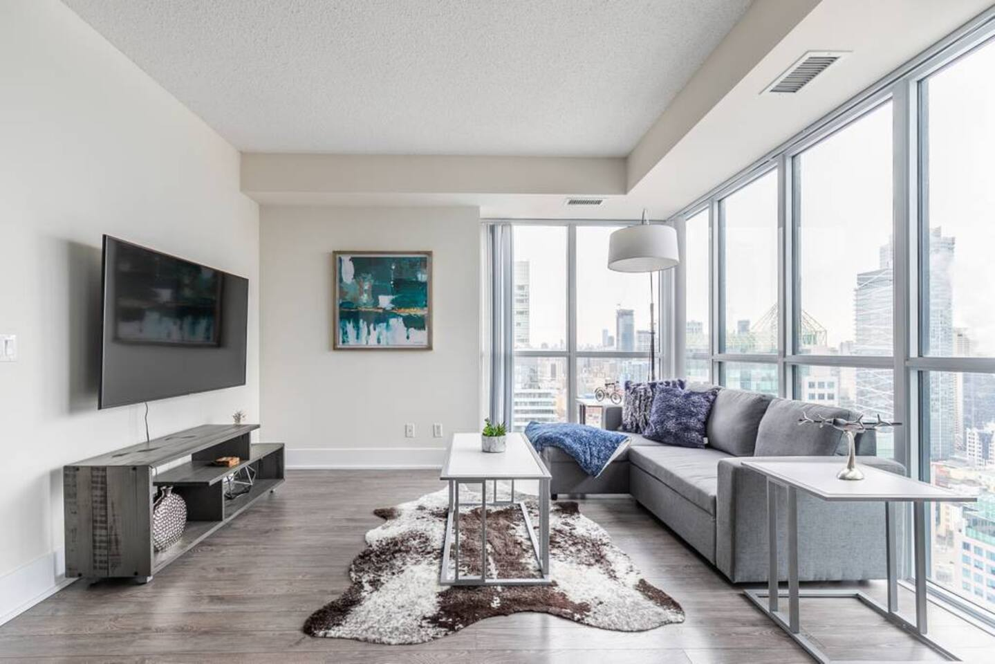 Bright High Rise Condo with Stunning Views photo 18990098