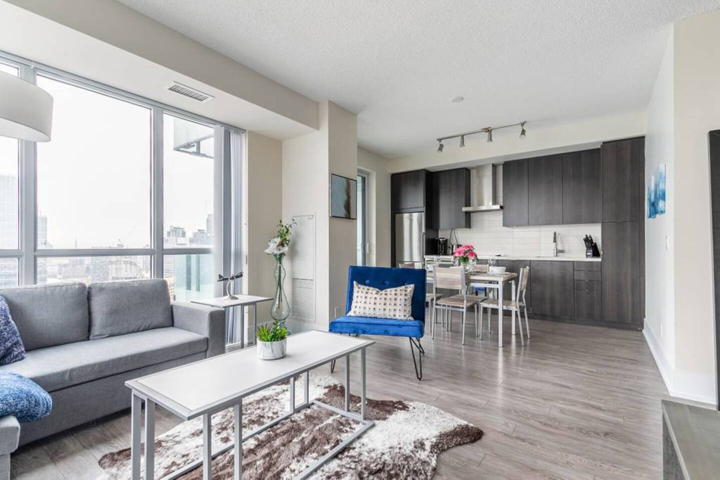 Bright High Rise Condo with Stunning Views photo 18924777