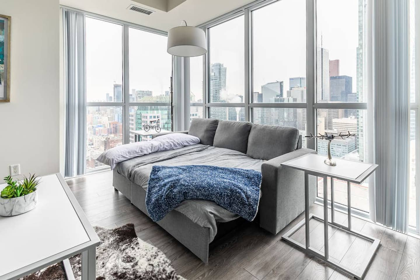 Bright High Rise Condo with Stunning Views photo 18774588