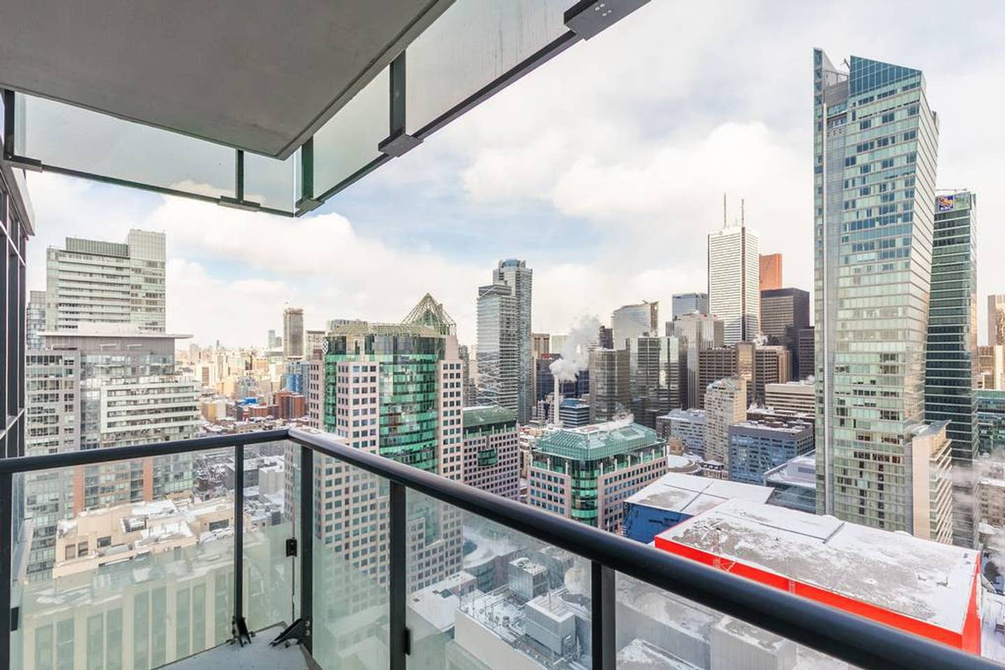 Apartment Bright High Rise Condo with Stunning Views photo 18726649