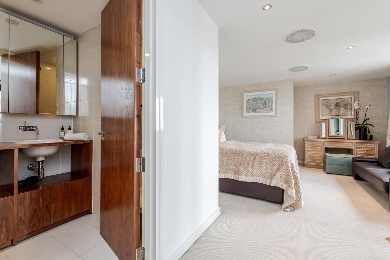 Luxury 2 bed 2 bath Penthouse in Kensington photo 15774689