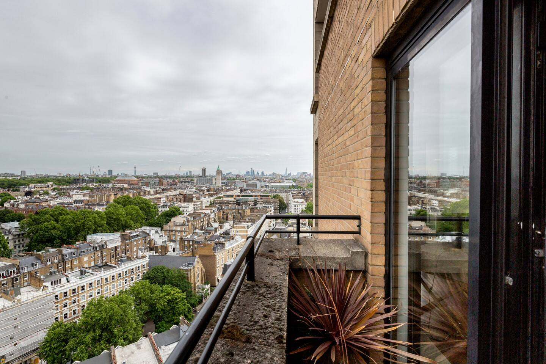 Luxury 2 bed 2 bath Penthouse in Kensington photo 15842412