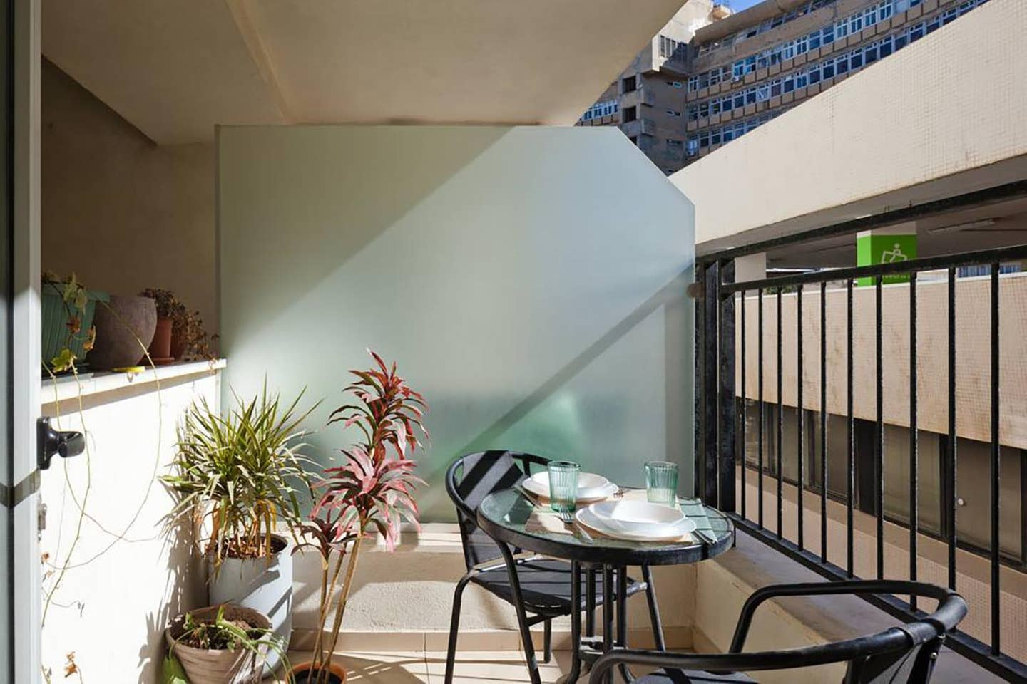 Apartment Balcony Apt steps from the beach TLV Ben Yehuda photo 18275276