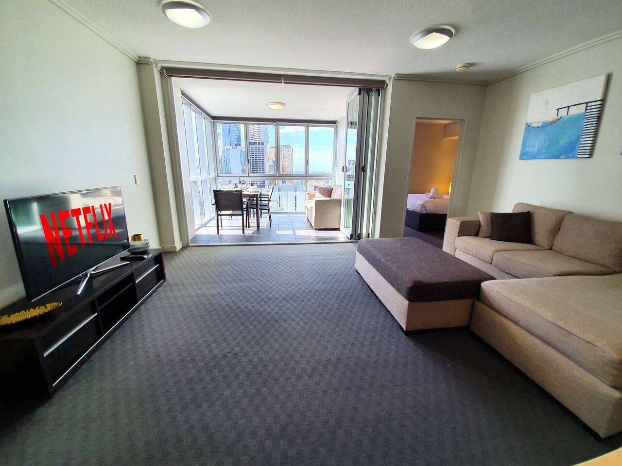 Apartment 2BR EPIC VIEWS    CBD    2 Cars    Pool   Wine   Gym   Netflix photo 16871007
