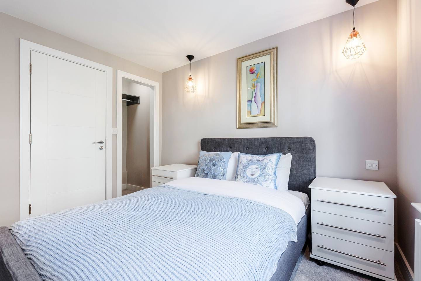 Stylish 2 bed apartment in Notting Hill photo 28980263