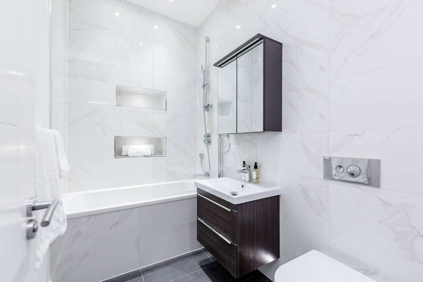 Stylish 2 bed apartment in Notting Hill photo 28980264