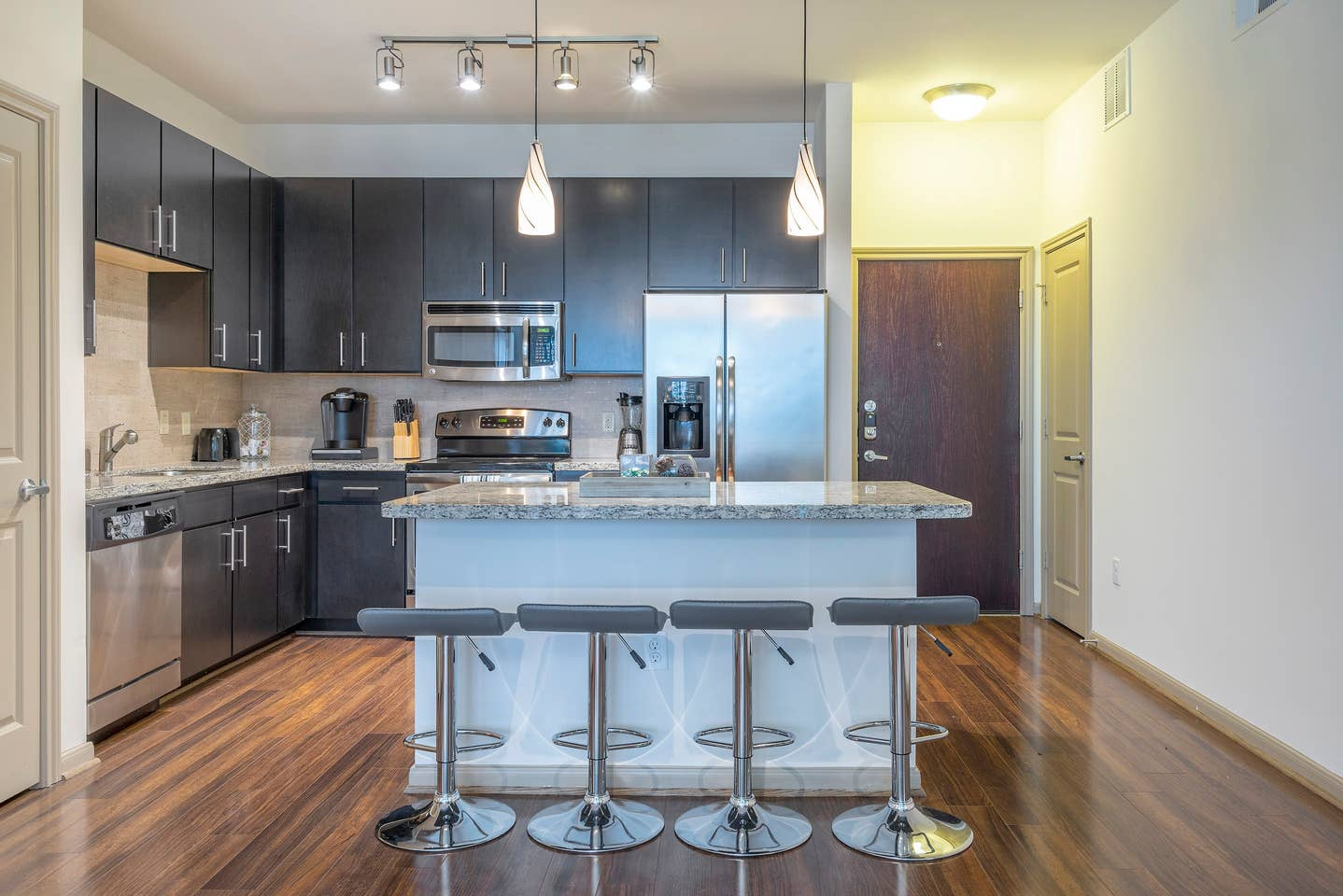 LUXURIOUS MODERN/FULLY EQUIPPED MIDTOWN COZY CONDO - ⭐⭐⭐⭐⭐ photo 23914518