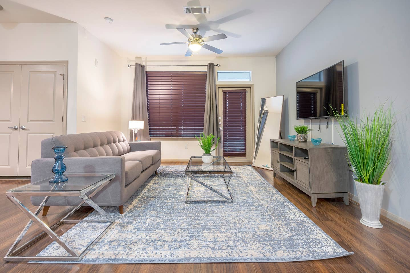 Apartment LUXURIOUS COZY MODERN MIDTOWN FULLY EQUIPPED CONDO photo 16853252