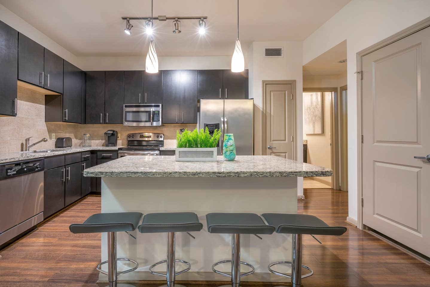 LUXURIOUS COZY/MODERN MIDTOWN FULLY EQUIPPED CONDO photo 15737779