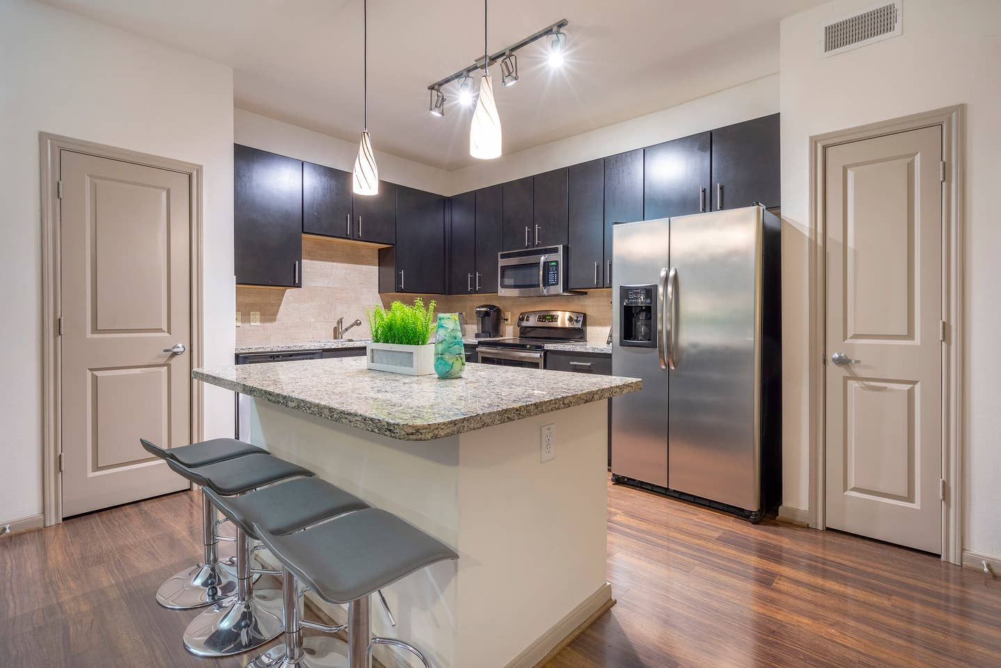 LUXURIOUS COZY/MODERN MIDTOWN FULLY EQUIPPED CONDO photo 16934563