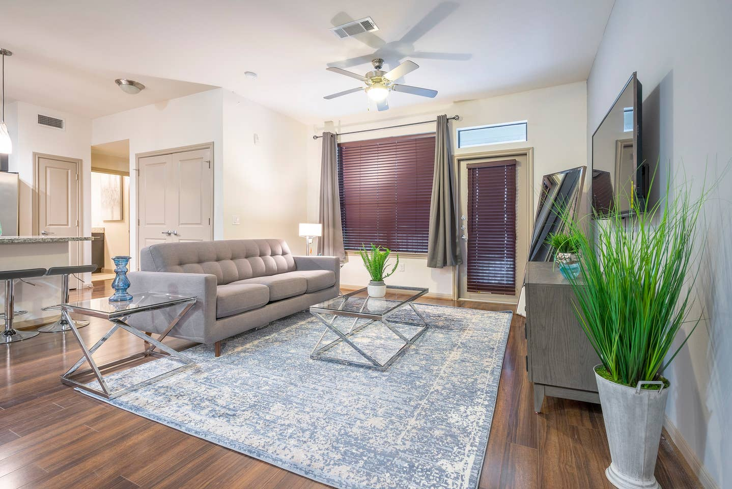 Apartment LUXURIOUS COZY MODERN MIDTOWN FULLY EQUIPPED CONDO photo 16970628