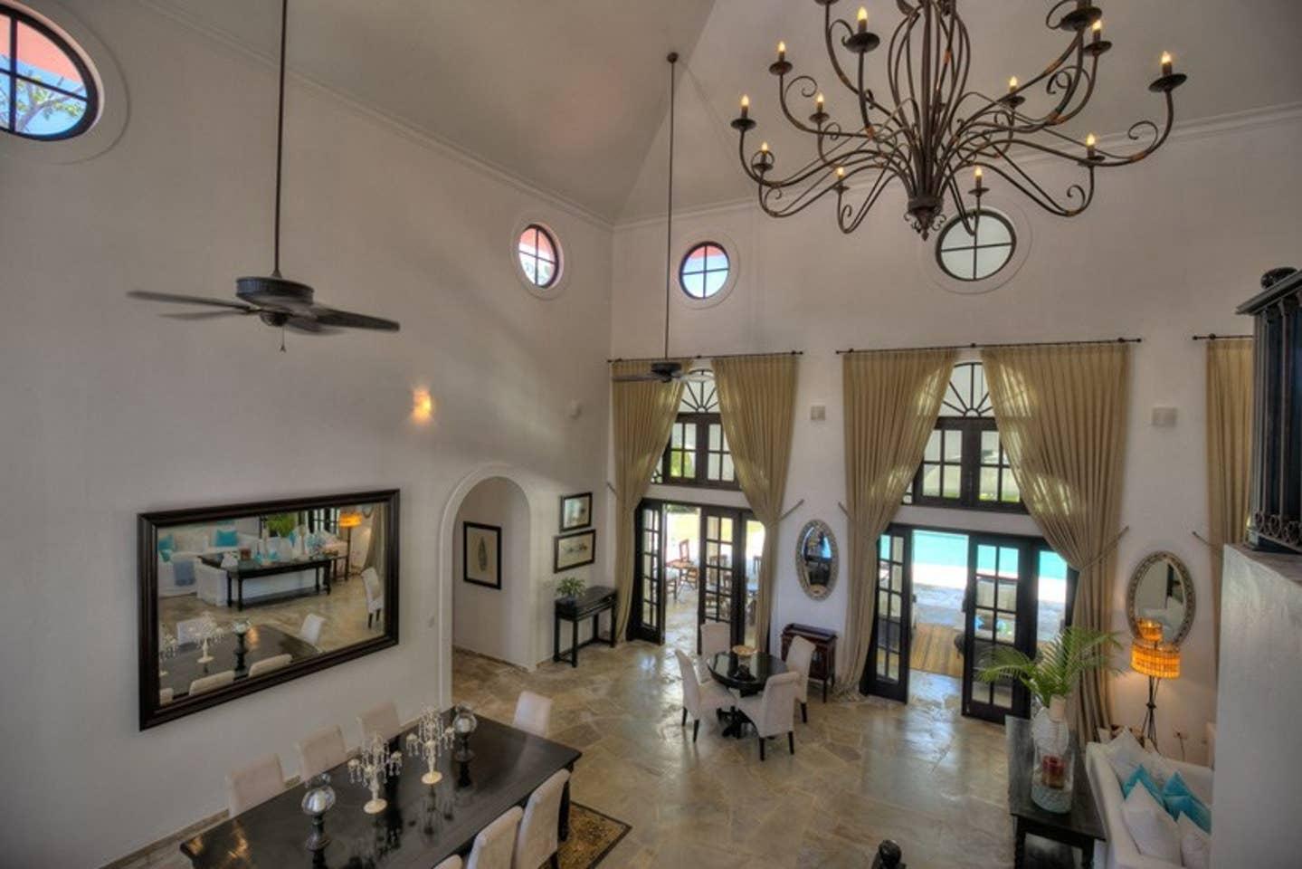 Luxury 4-Bedroom Estate Villa, Truly Beautiful. photo 25682458