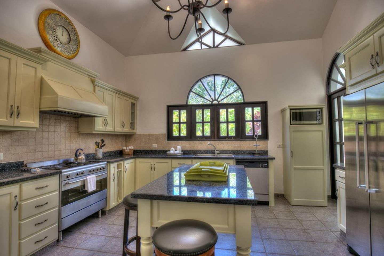 Luxury 4-Bedroom Estate Villa, Truly Beautiful. photo 25594305