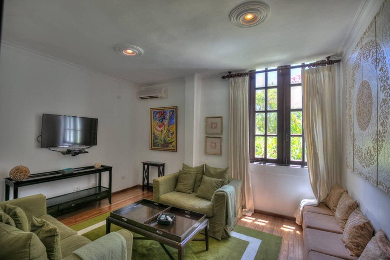 Luxury 4-Bedroom Estate Villa, Truly Beautiful. photo 25594306