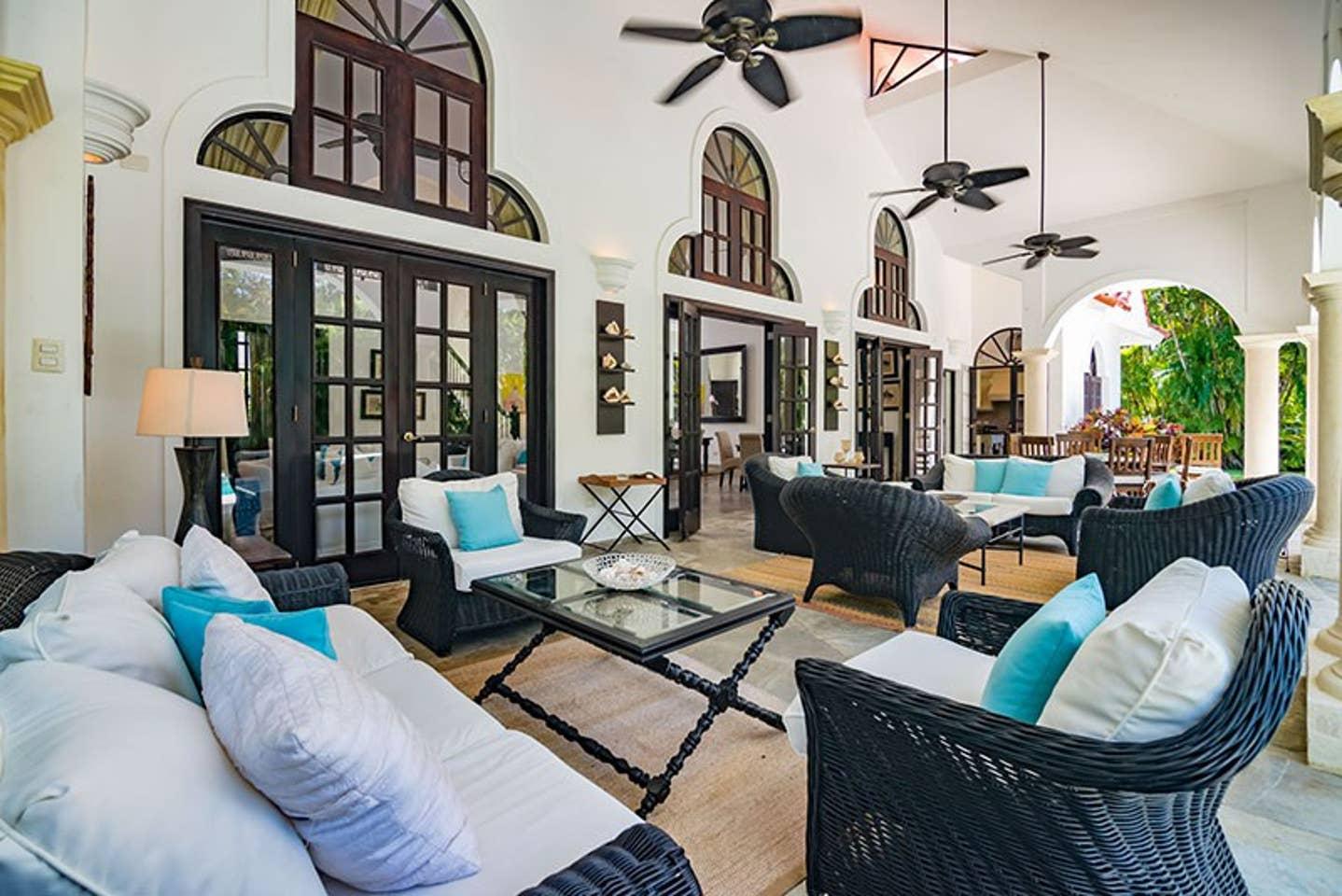 Apartment Luxury 4-Bedroom Estate Villa  Truly Beautiful  photo 25669507