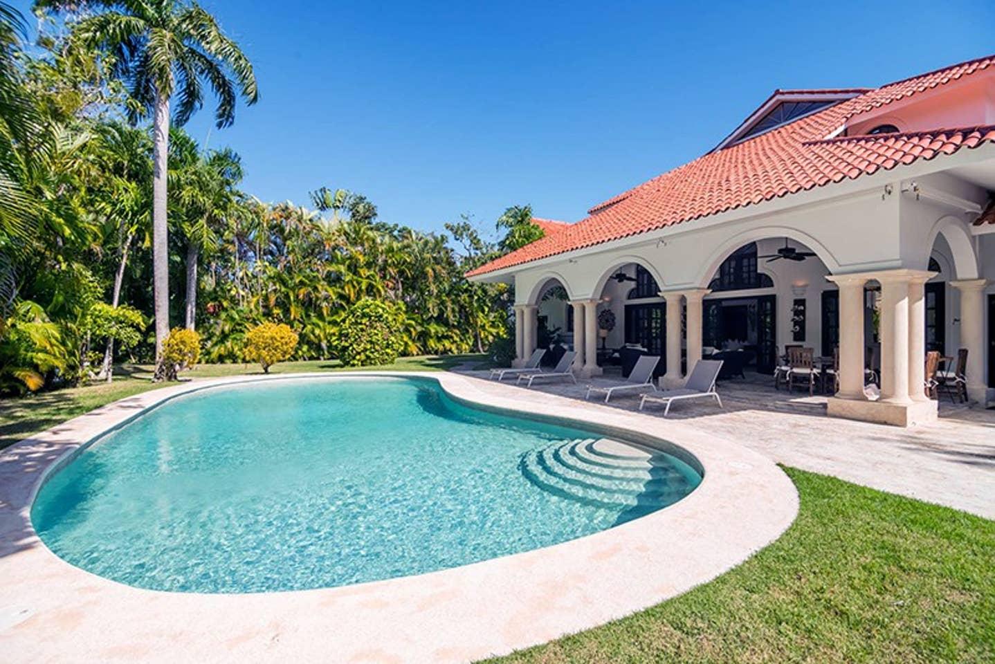 Apartment Luxury 4-Bedroom Estate Villa  Truly Beautiful  photo 25682456