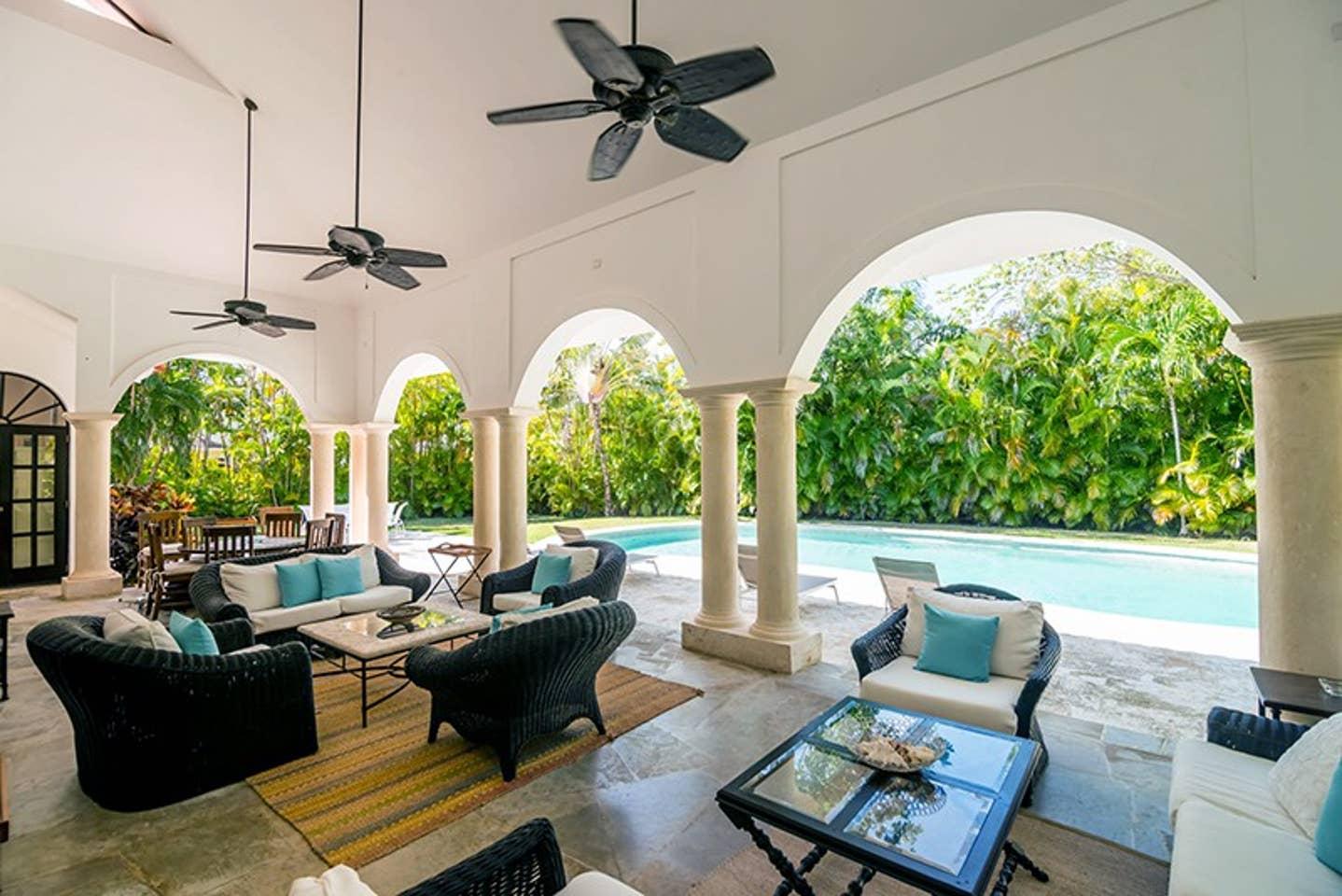 Luxury 4-Bedroom Estate Villa, Truly Beautiful. photo 25682457