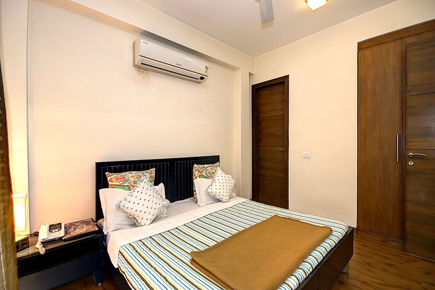 Apartment 1 BHK Serviced Apt in awarded BnB Property photo 19223053