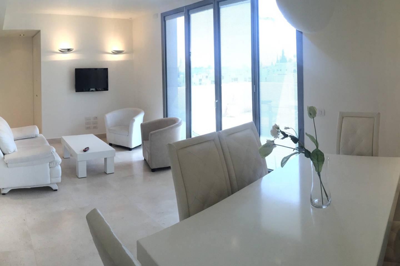 Super Luxurious Duplex in the Amazing Mamilla area photo 15923004