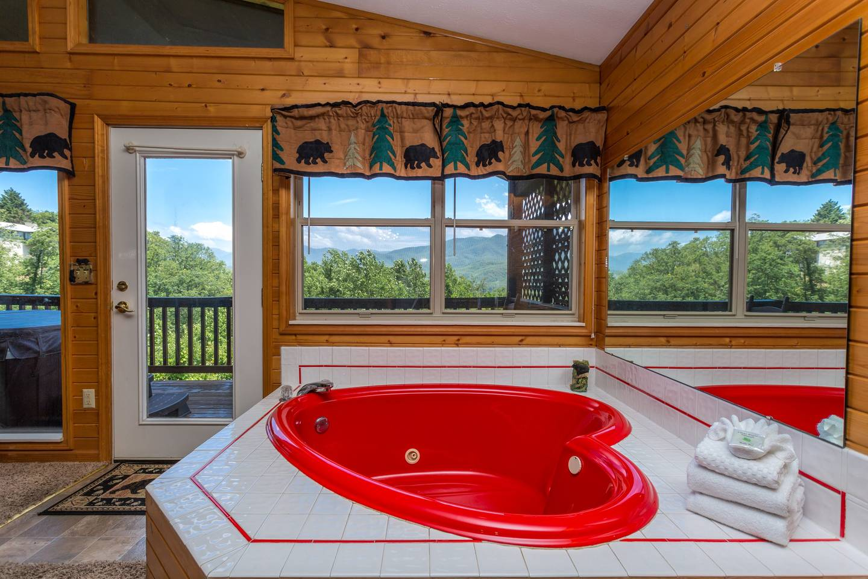 Apartment Huge Views Of GSMNP 3 6 Miles 2 DwTn Gat Hot Tub photo 18424062