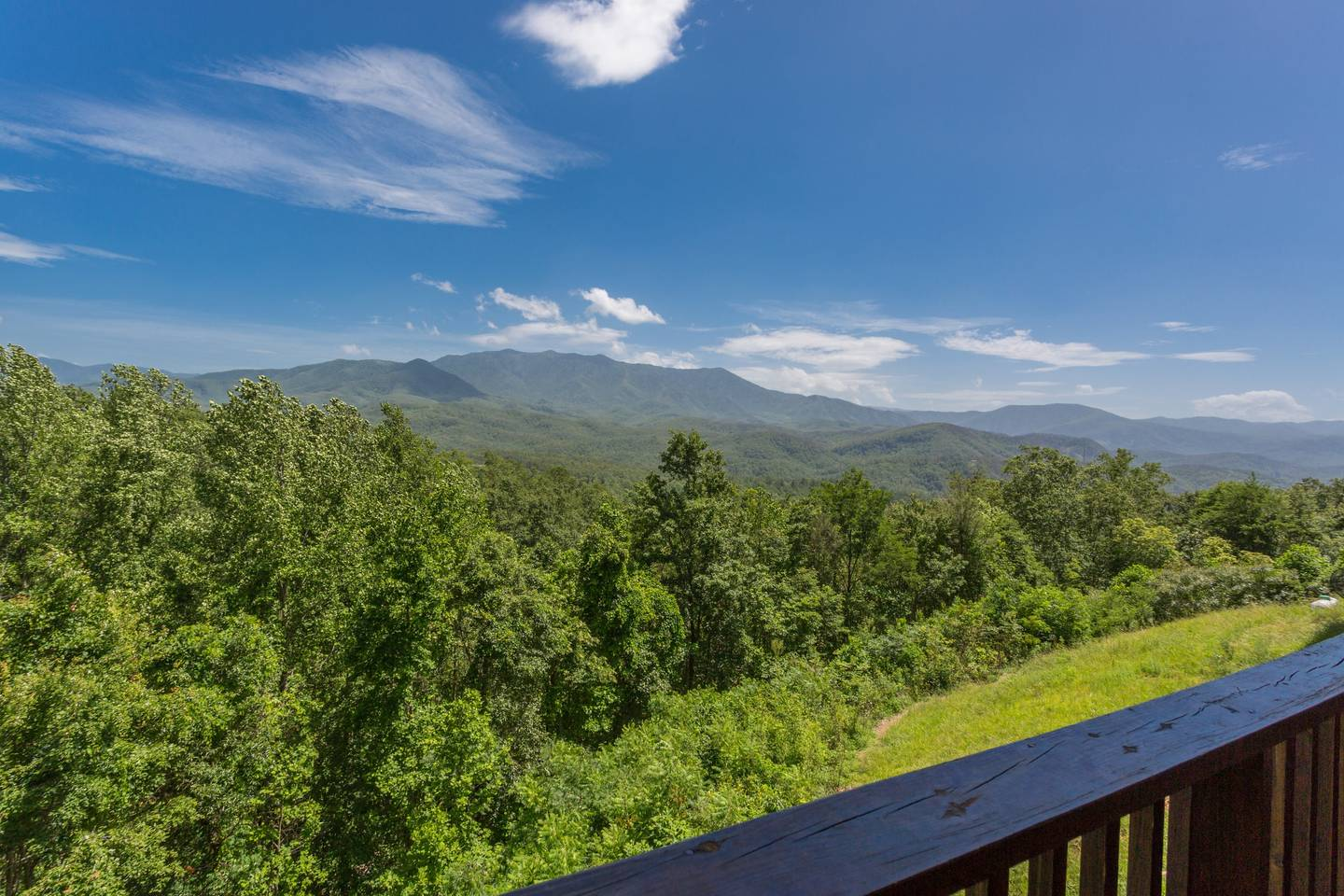 Apartment Huge Views Of GSMNP 3 6 Miles 2 DwTn Gat Hot Tub photo 25565517