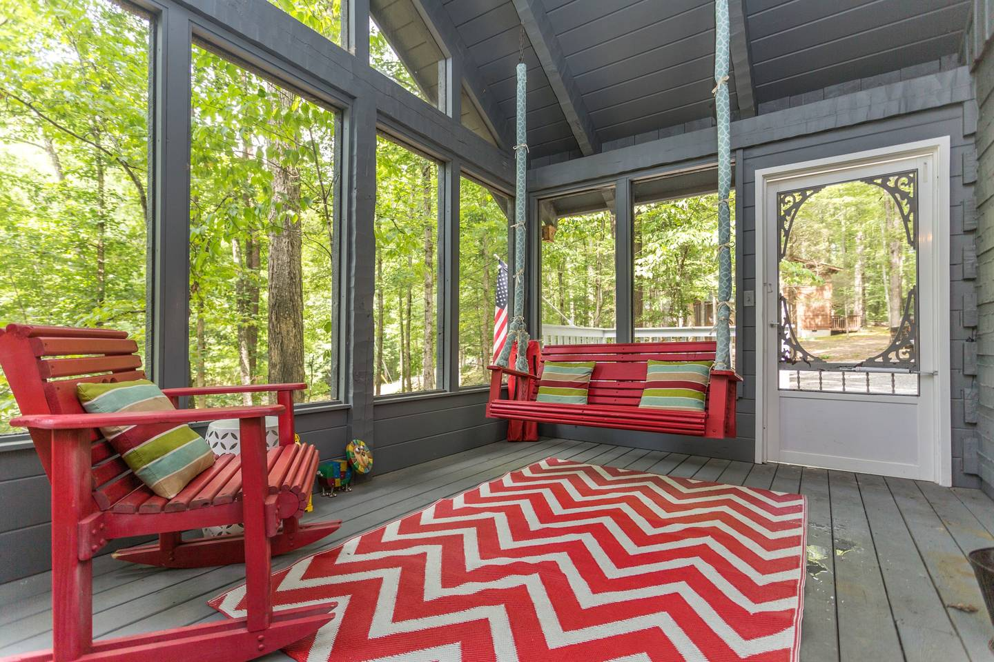 Cozy/Convenient 2 PF Parkway/Screened In Porch photo 16954314