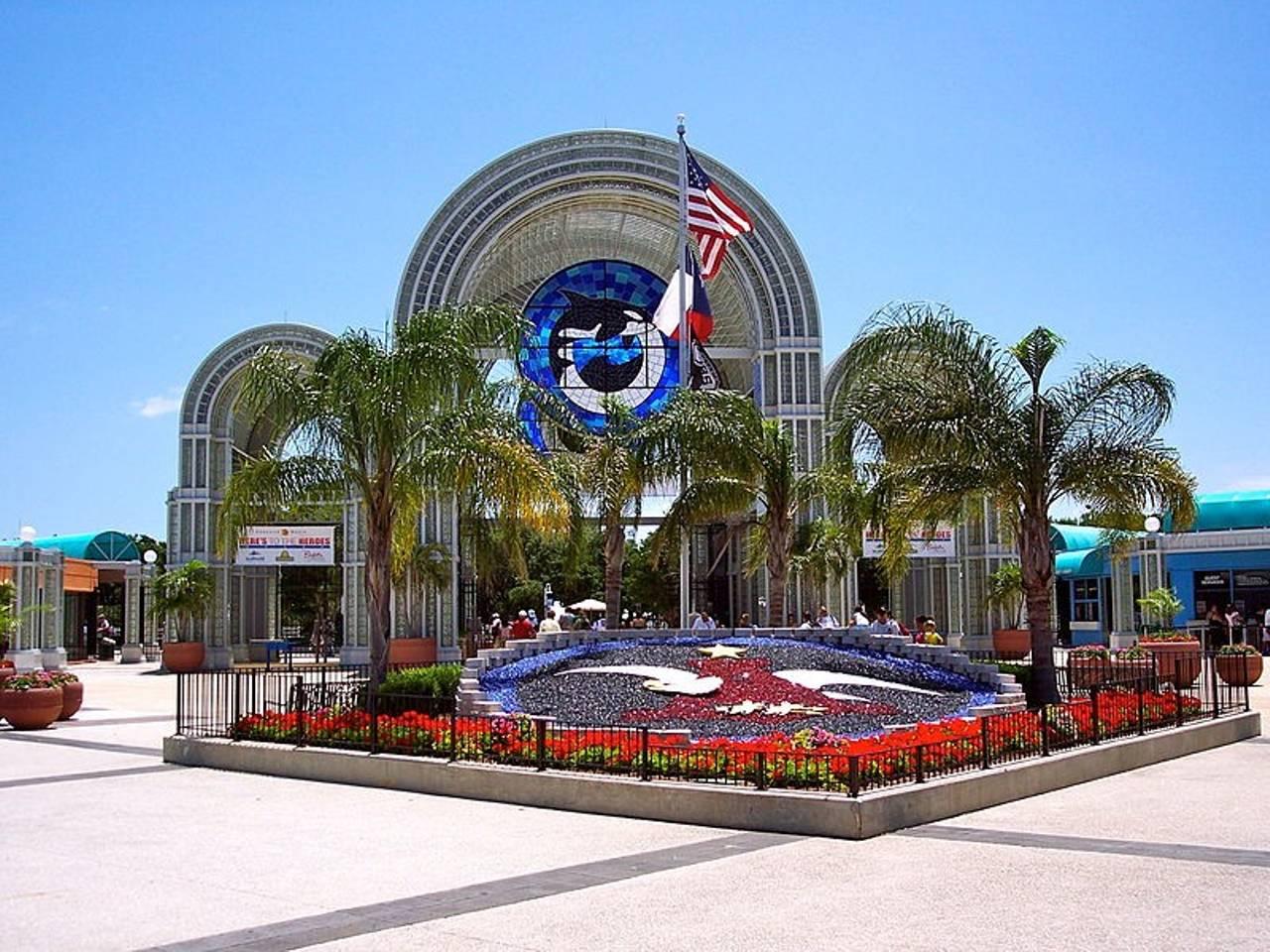 Apartment           of Six Flags  La Cantera Shopping      1915ft         photo 25867885