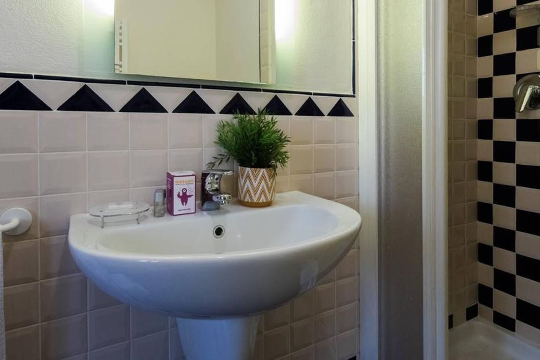 Apartment Camera rosa photo 18468644