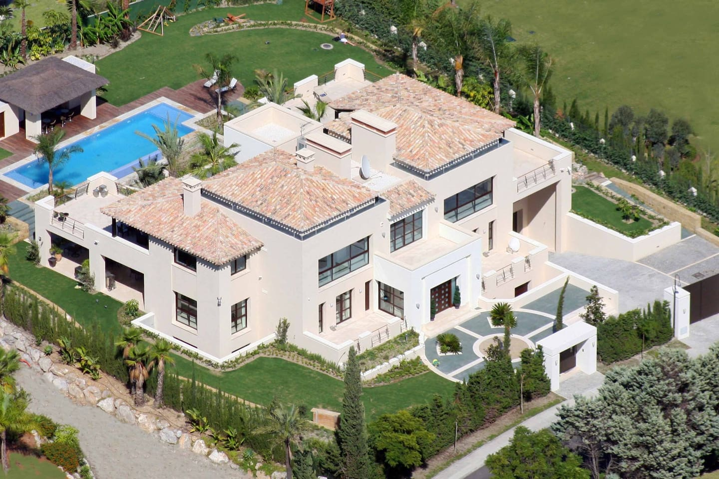 Luxurious villa in Puerto Banus - 10 min to Marina photo 25639422