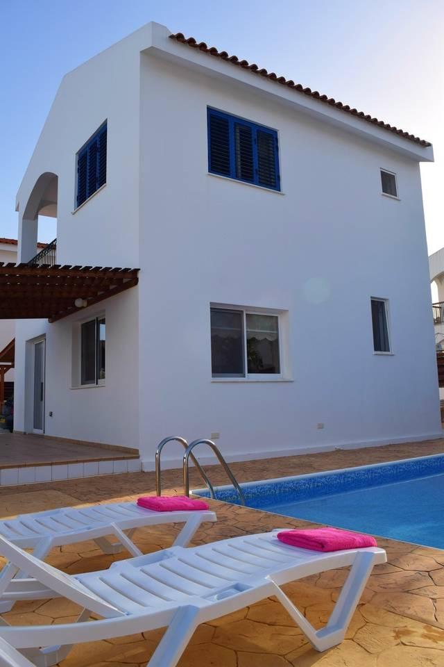 Villa Cresslan - 2 Bedroom Villa - 100m from Beach photo 25890624