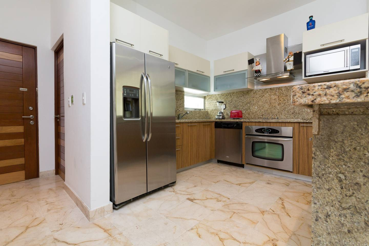 Apartment Luxury Condo step away from the sea photo 16719713
