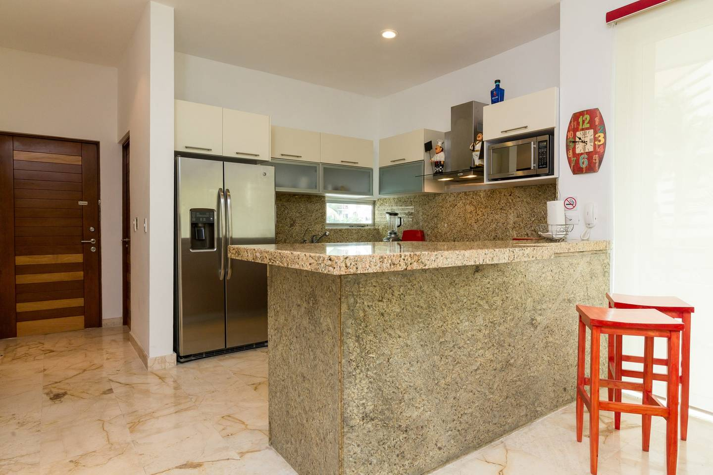 Apartment Luxury Condo step away from the sea photo 17046737