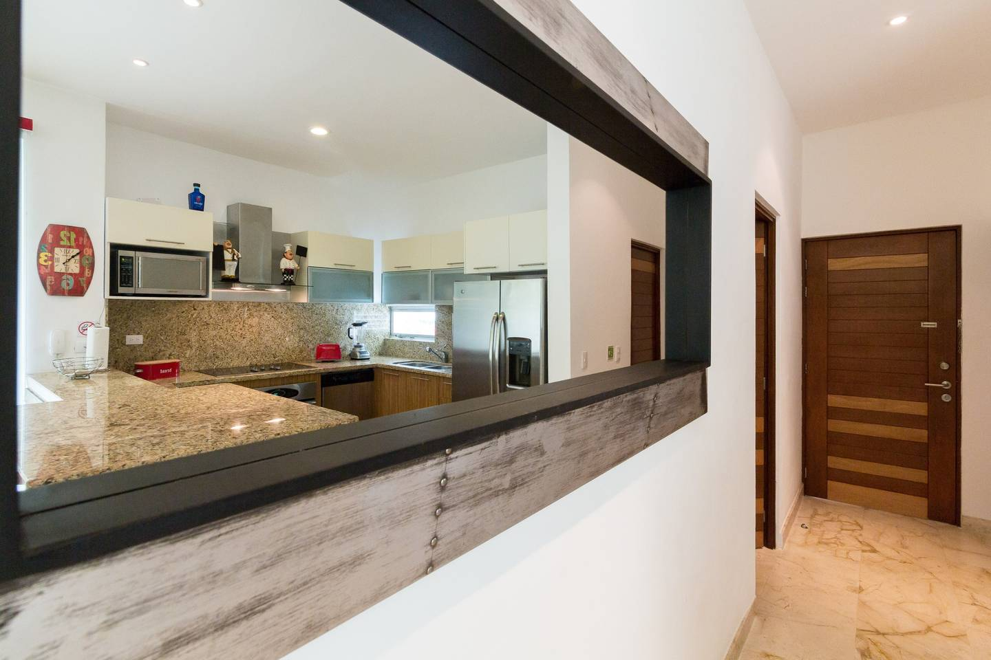 Apartment Luxury Condo step away from the sea photo 16827453