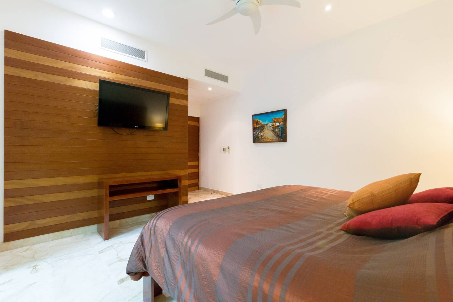 Apartment Luxury Condo step away from the sea photo 16979682
