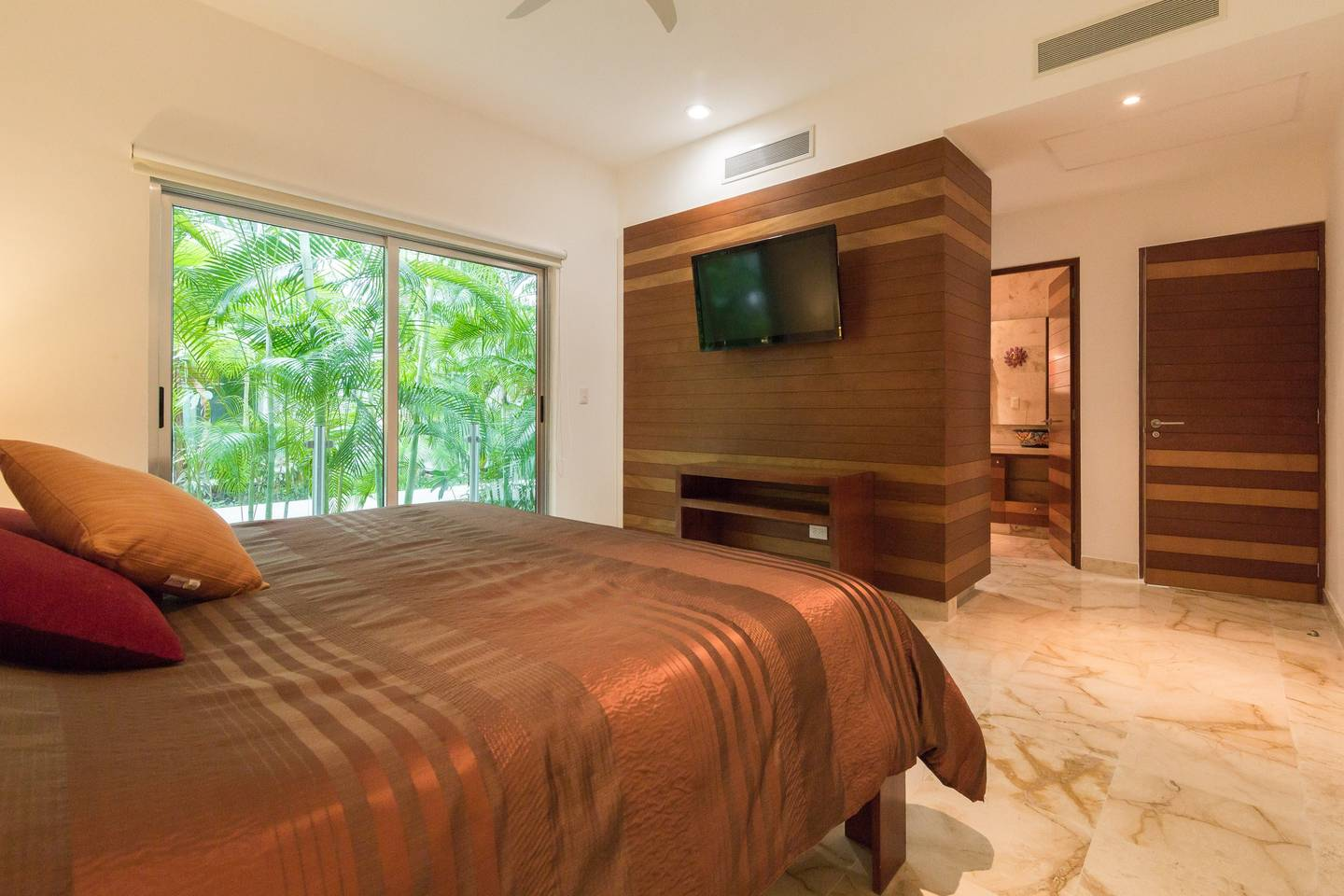 Apartment Luxury Condo step away from the sea photo 16827455