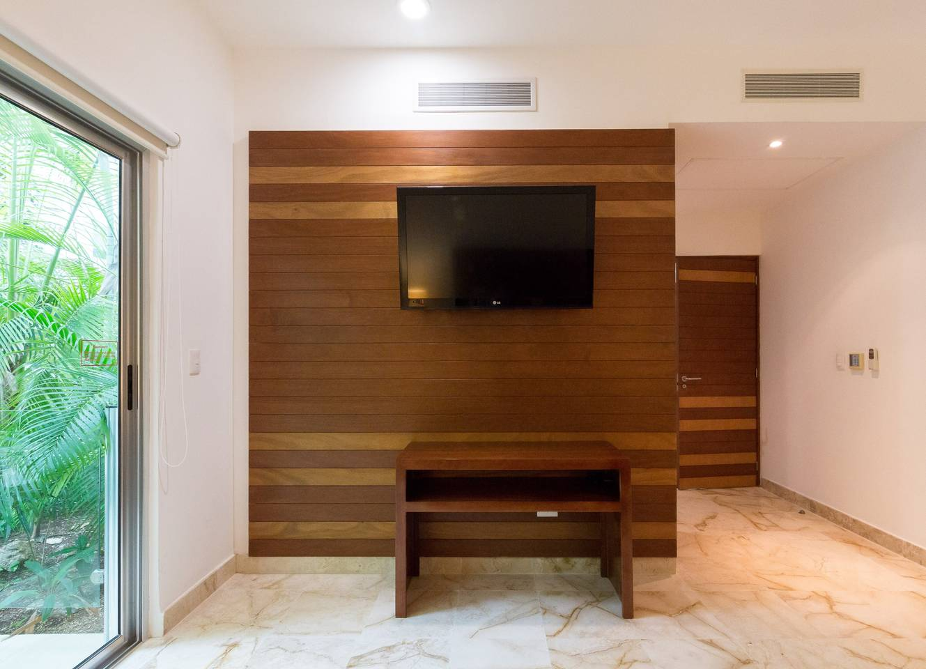 Apartment Luxury Condo step away from the sea photo 16979702