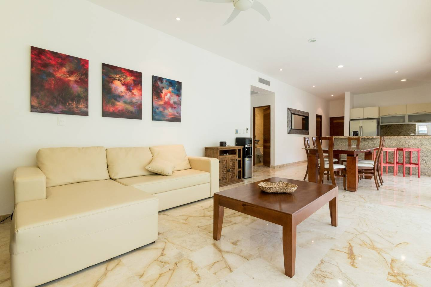 Apartment Luxury Condo step away from the sea photo 17046731