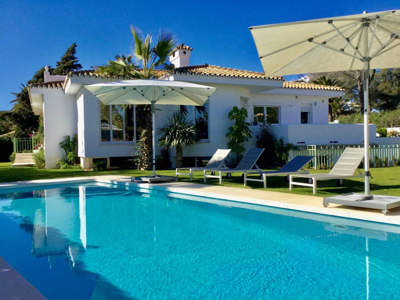 Apartment 300 m from beach Tropical Villa for best vacation photo 25905584