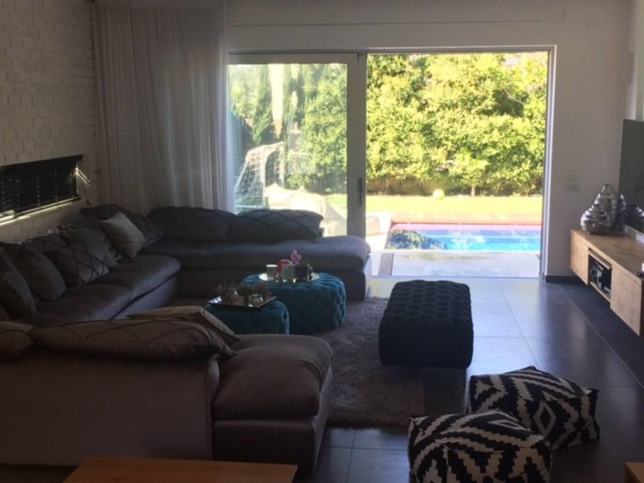 Gorgeous villa with a cinema room in Caesarea photo 25979766