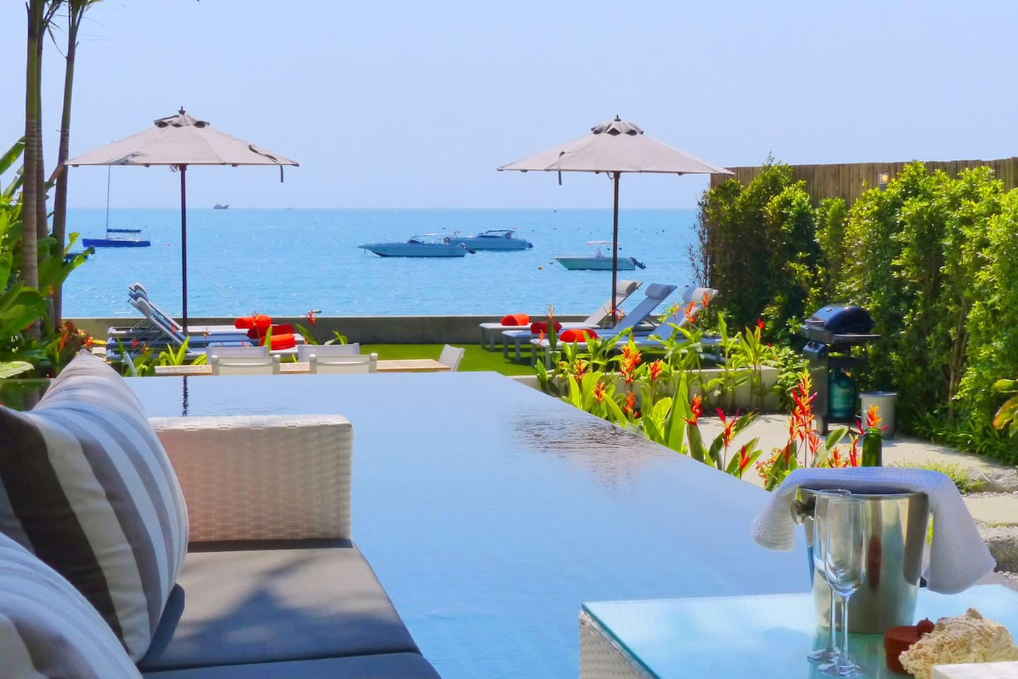 Apartment Great  modern Seafront Villa with Infinity Pool photo 23855346