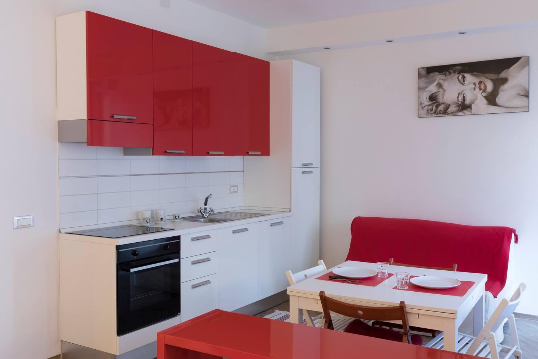 Hintown Red&White Studio photo 16239872